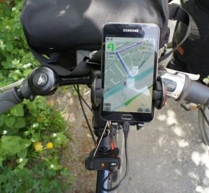 zzing und Smartphone am Rad